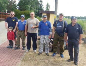 Sprzątanie brzegu Bugu w Kani Polskiej